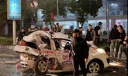 Xe bán tải tông nát taxi, tài xế và cô gái trẻ nguy kịch