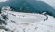 Tuyết phủ trắng đỉnh Mẫu Sơn -3,4 độ C, hàng loạt địa phương phải cho học sinh nghỉ học