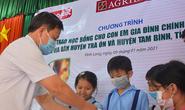 Trao 100 suất học bổng cho con em gia đình chính sách tại Vĩnh Long