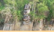 CLIP: Kỳ lạ 3 hòn đá cõng nhau trên thượng nguồn sông Mã