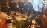 Du học sinh Việt tự gói bánh chưng cho bớt nhớ vị tết quê hương