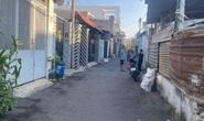 Người đàn ông bị chém gần đứt lìa cẳng tay trước cửa nhà ở TP Thủ Đức