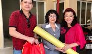 NSƯT Hữu Châu xúc động cùng Kỳ nữ Kim Cương trao quà tết cho nghệ sĩ nghèo