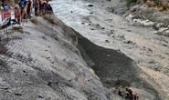 """Sông băng Himalaya vỡ """"như núi lửa phun trào"""""""