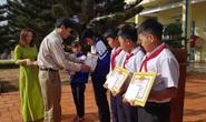 Khen thưởng 5 học sinh nhặt được tiền tìm người trả lại