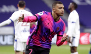 Mbappe lập cú đúp, PSG đả bại kình địch, chiếm ngôi đầu Ligue 1