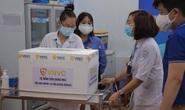 Đang tiêm vắc-xin Covid-19 ở Bệnh viện Bệnh Nhiệt đới TP HCM