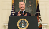 Tổng thống Biden bị hàng chục bang kiện