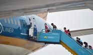 Chuyến bay Hà Nội - TP HCM cất cánh đầu giờ chiều 10-10 với 180 khách