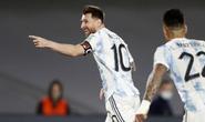 Messi lập kỷ lục Nam Mỹ, Argentina bám sát kình địch Brazil