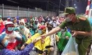 Trắng đêm đón công dân từ TP HCM và các tỉnh về quê miền Tây tự phát bằng xe máy