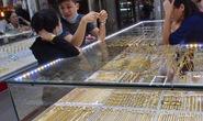 """Giá vàng hôm nay 27-3: Vàng SJC tăng giá bất chấp nhà đầu tư tiếp tục """"xả hàng"""""""