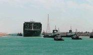 Chùm ảnh hàng trăm tàu lũ lượt qua kênh đào Suez