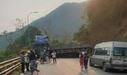 Xe container chở xỉ than lật chắn ngang đèo Bảo Lộc, giao thông ách tắc 2 chiều