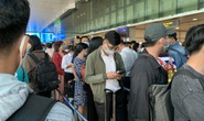 Dòng người nghẹt thở vượt qua cửa an ninh sân bay Tân Sơn Nhất