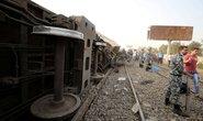 Ai Cập: Tàu hỏa trật bánh kinh hoàng, dân xếp hàng hiến máu cứu người