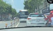 Tài xế ô tô khách liều lĩnh chạy ngược chiều ở con đường đông nhất Biên Hòa