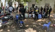 """CLIP: Cảnh sát xóa sổ trường gà Hoàng """"cận"""" ở Tiền Giang"""