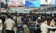 Chùm ảnh: Sân bay Nội bài đông nghẹt trước lễ 30-4, 1-5