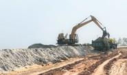 """Vụ trục lợi từ nạo vét âu thuyền: Hàng trăm khối cát """"lạ"""" xuất hiện ở dự án làm đường"""
