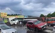 Kinh hoàng cuộn thép trên xe container rơi xuống đường gây tai nạn liên hoàn, kẹt xe nhiều giờ