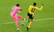 Man City thoát hiểm trước Dortmund, cộng đồng mạng sốc với trọng tài