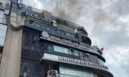 Cháy nghi ngút tầng thượng nhà hàng Hàm cá mập sát hồ Gươm