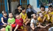 Báo Người Lao Động trao tặng món quà nghĩa tình đến trẻ thơ và người già