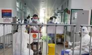 Cận cảnh bệnh nhân Covid-19 bỏ phiếu bầu cử trong bệnh viện dã chiến