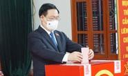 Chủ tịch Quốc hội Vương Đình Huệ bỏ lá phiếu đầu tiên tại thành phố Cảng