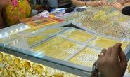 Giá vàng hôm nay 26-5: Tăng mạnh, USD bị bán tháo