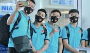 CLIP: Cận cảnh các cầu thủ đội tuyển Việt Nam lên đường sang UAE