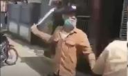 Xôn xao clip nam thanh niên vi phạm giao thông cầm mã tấu dọa chém CSGT