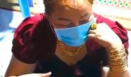 Nhiều quý bà đeo vàng đỏ tay bị bắt tại căn nhà cấp 4 ở Nhà Bè, TP HCM