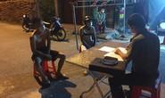 Bắt 2 thanh niên điều khiển xe máy thông chốt kiểm dịch Covid-19 vào vùng cách ly y tế