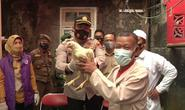 Tiêm vắc-xin Covid-19 được tặng gà, bò và căn hộ