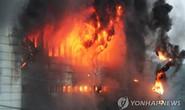 Hàn Quốc: Nín thở chờ phép mầu cho lính cứu hỏa kẹt trong tòa nhà cháy