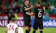 Tuyển Đức thoát thua trên sân nhà, vào vòng 1/8 gặp Anh