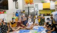 Gia đình 3 thế hệ cùng làm tấm chắn giọt bắn gửi tuyến đầu chống dịch