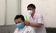 Bác sĩ khoe thành quả tự cắt tóc cho nhau để lên đường chống dịch