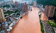 Trung Quốc nâng cảnh báo mưa bão, Tứ Xuyên báo động