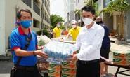 Cư dân chung cư 3 lần phong tỏa, nhận hỗ trợ từ Báo Người Lao Động