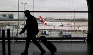 Tranh cãi vụ du khách có hộ chiếu vắc-xin vẫn bị cách ly