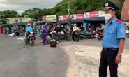 Huế - Đà Nẵng: CSGT hộ tống những người về từ TP HCM bằng xe máy