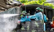 Cận cảnh binh chủng hoá học phun khử khuẩn chợ Bình Điền