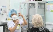 Nhiều tỉnh cần chi viện vắc-xin, nhân lực