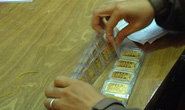 Giá vàng hôm nay 11-8: Đà giảm khựng lại khi USD vẫn tăng giá