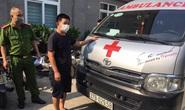 Tài xế xe cứu thương chở đôi nam nữ thông chốt vào Hà Nội