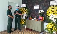 Sĩ quan biên phòng lập bàn thờ bái vọng mẹ qua đời ở bệnh viện dã chiến