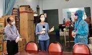 Ban tổ chức Cuộc vận động sáng tác Văn học Nghệ thuật TP HCM tặng nghệ sĩ nghèo 1.000 phần quà